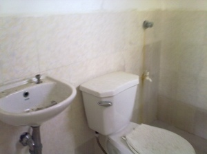 deca mactan 4 toilet with tiles